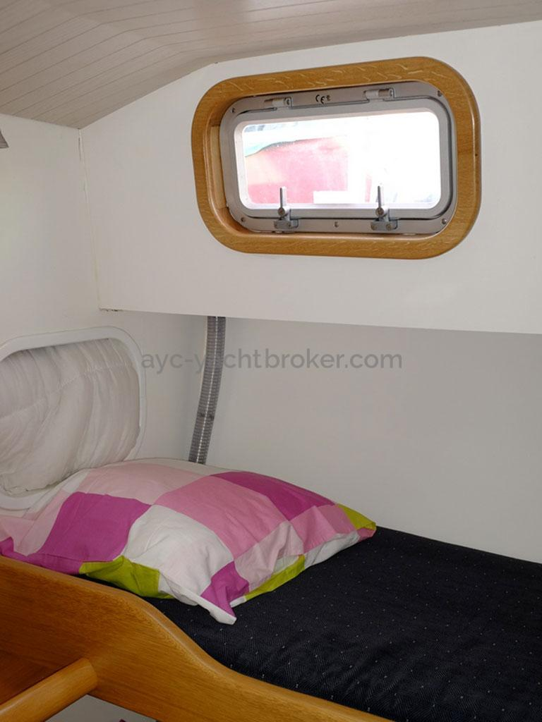 AYC Yachtbroker - Trawler Meta King Atlantique - Cabine latérale à couchage superposés