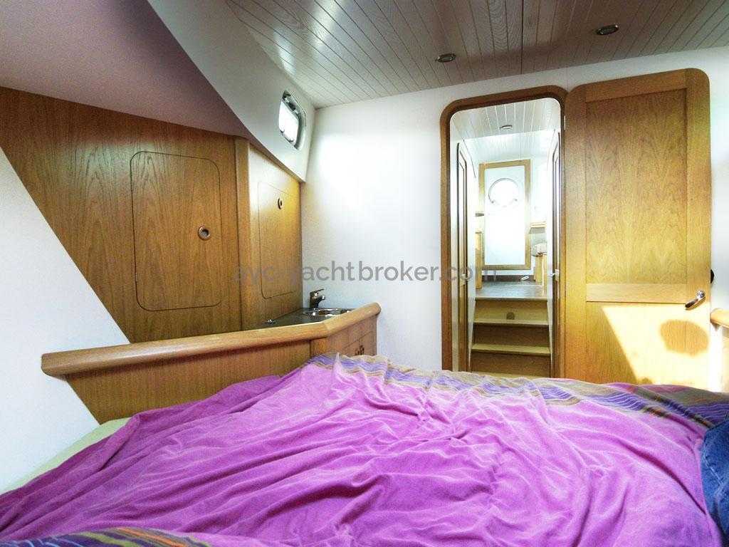 AYC Yachtbroker - Trawler Meta King Atlantique - Cabine avant propriétaire