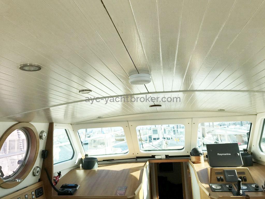 AYC Yachtbroker - Trawler Meta King Atlantique - Vaigrages de plafond