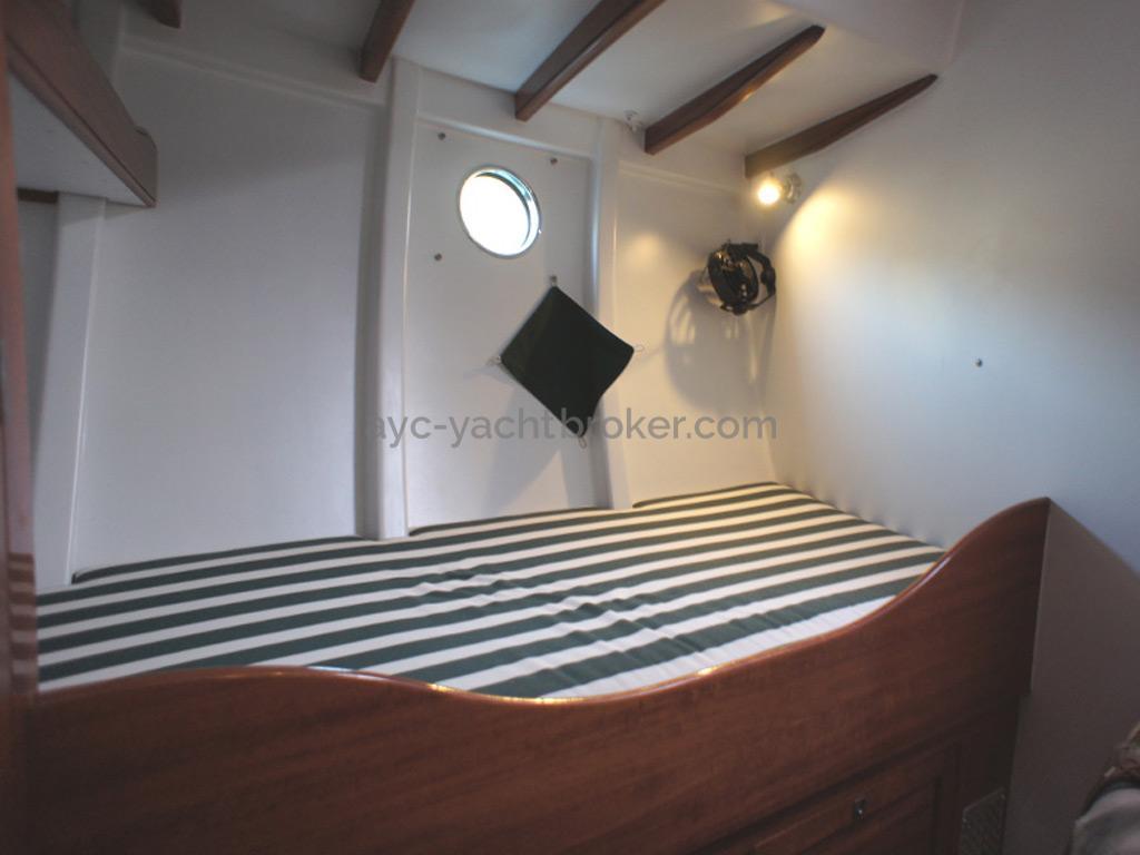 AYC Yachtbrokers - Tocade 50 - Couchette tribord de la cabine avant