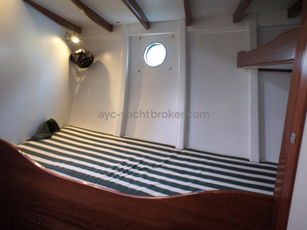 AYC Yachtbrokers - Tocade 50 - Couchette bâbord de la cabine avant