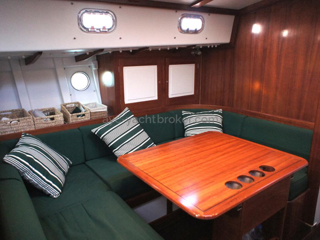 AYC Yachtbrokers - Tocade 50 - Table de carré