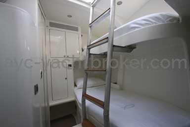 AYC - FUTUNA 70 crew cabin