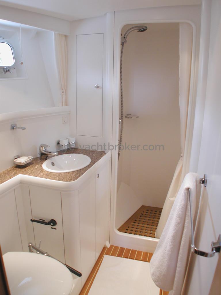 Nordia 65 - Salle d'eau privative de la cabine avant bâbord