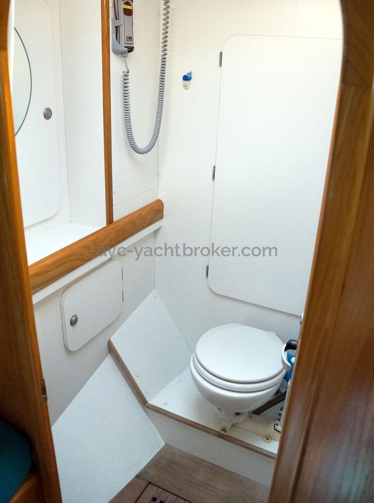 OVNI 435 - Salle d'eau de la cabine avant