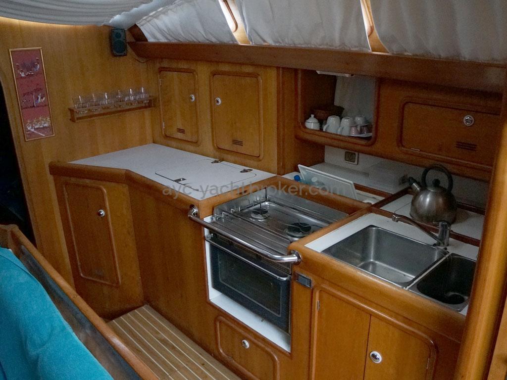 OVNI 455 - Cuisine en long sur tribord
