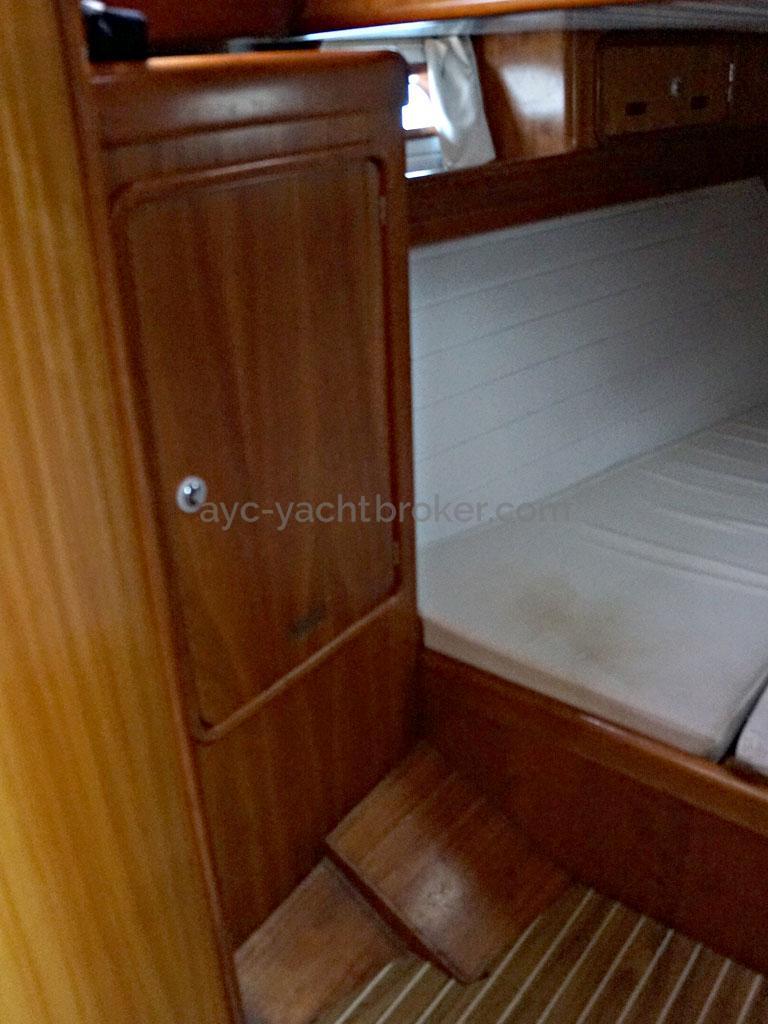 OVNI 455 - Penderie de la cabine arrière tribord