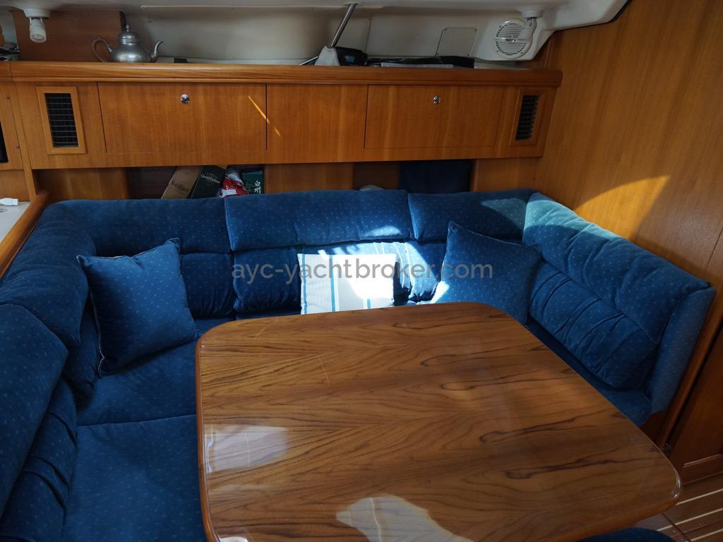 Hunter 466 - Banquette et table du carré