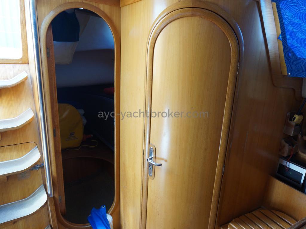 Feeling 416 - Entrées de la salle d'eau arrière et de la cabine arrière bâbord