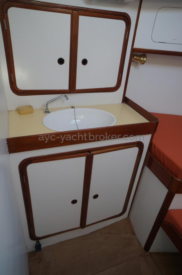 Rangements & lavabo cabine avant