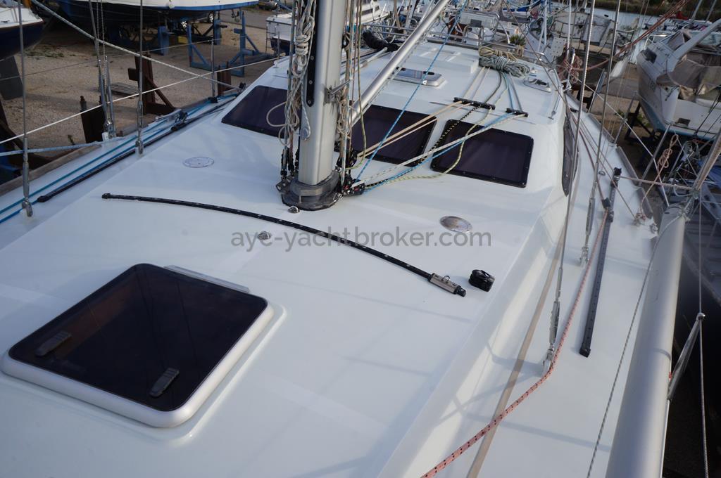 Universal Yachting 44 - AYC