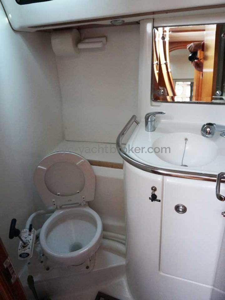 OCEANIS 461 - Salle d'eau arrière babord