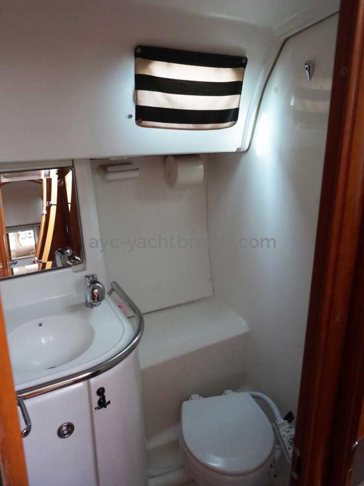 OCEANIS 461 - Salle d'eau arrière tribord