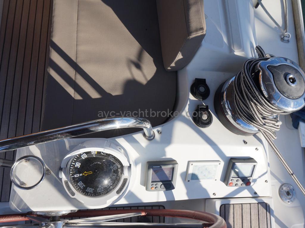 Jeanneau 53 - Poste de barre tribord