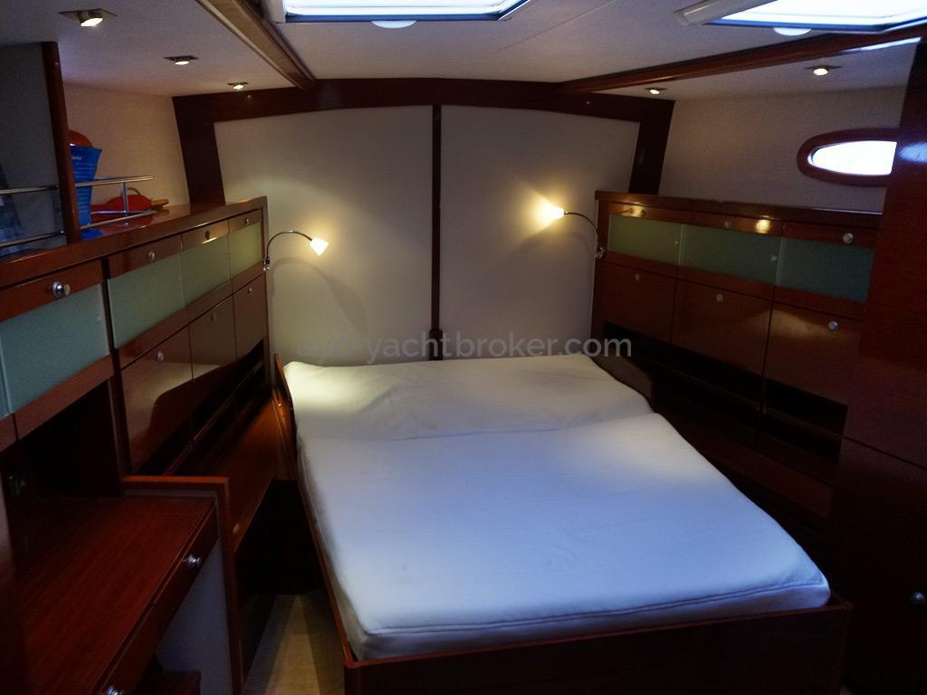 "Hanse 531 - Cabine avant avec ""Island bed"""