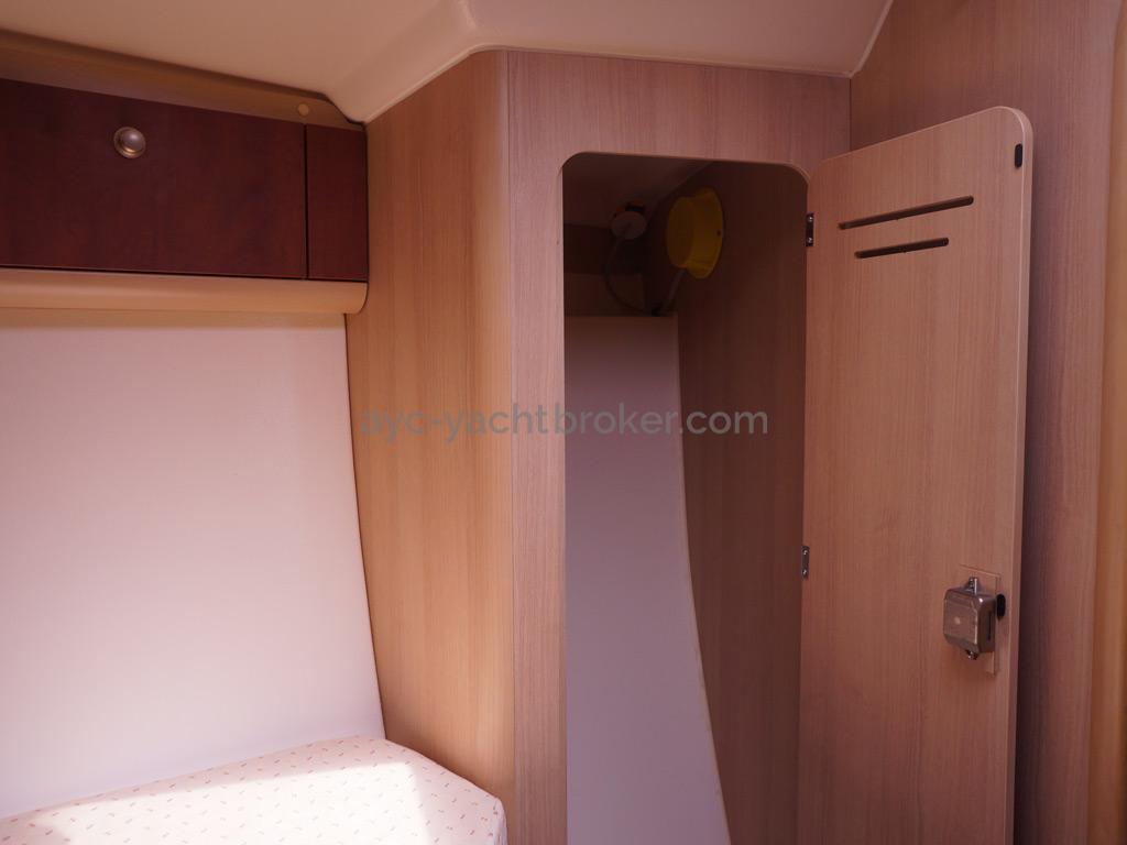 Etap 37 S - Penderie tribord de la cabine avant