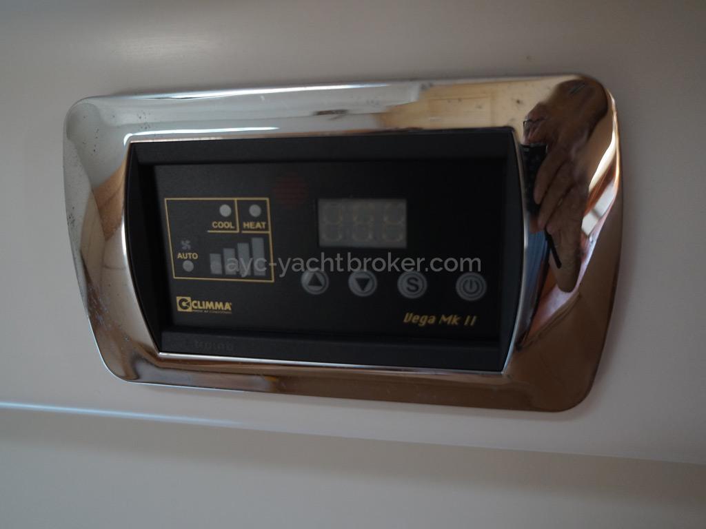 First 50 - Panneau de contrôle climatisation