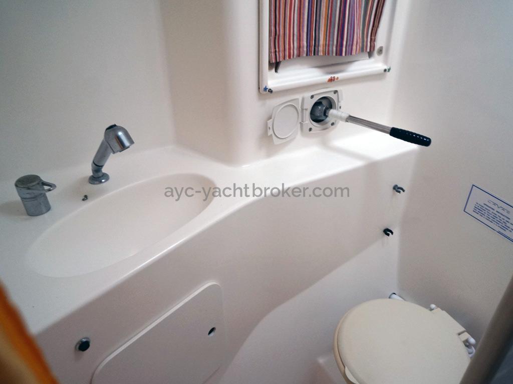 Nautitech 435 - Salle d'eau arrière tribord