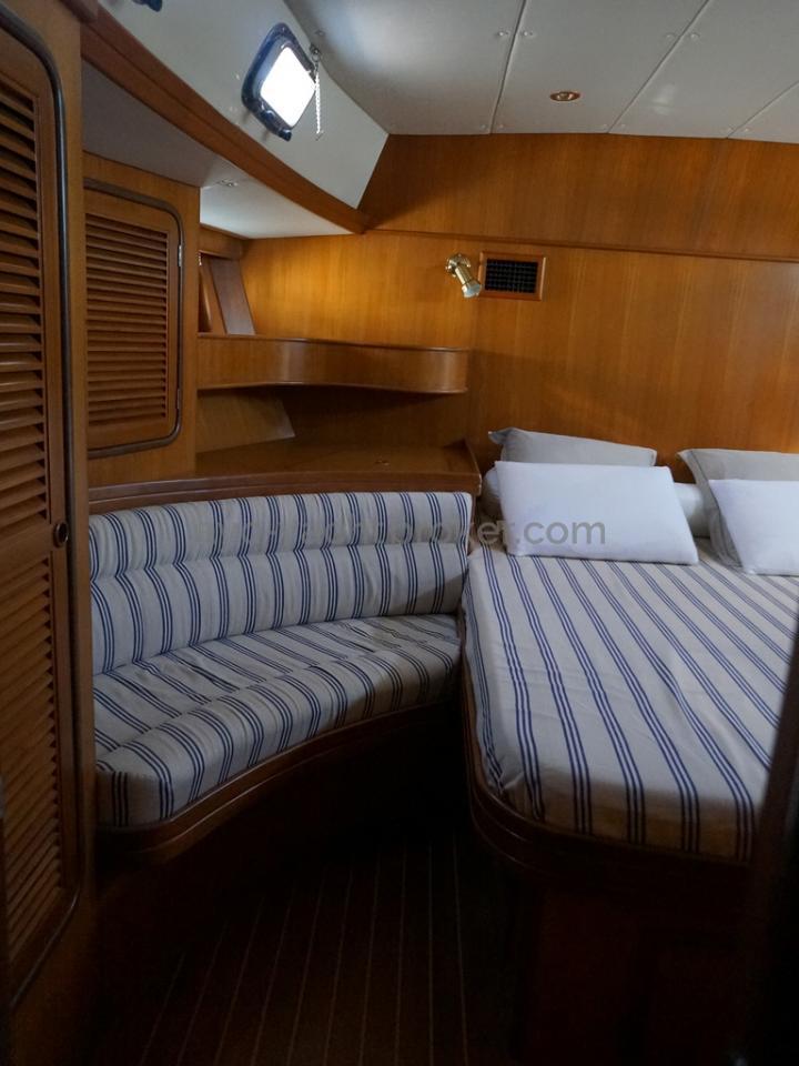 Tayana 58 - Sofa latéral de la cabine arrière