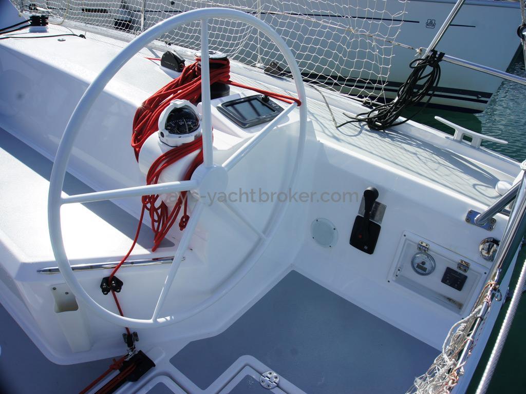 RM 1260 Biquilles / Twinkeels - Poste de barre tribord