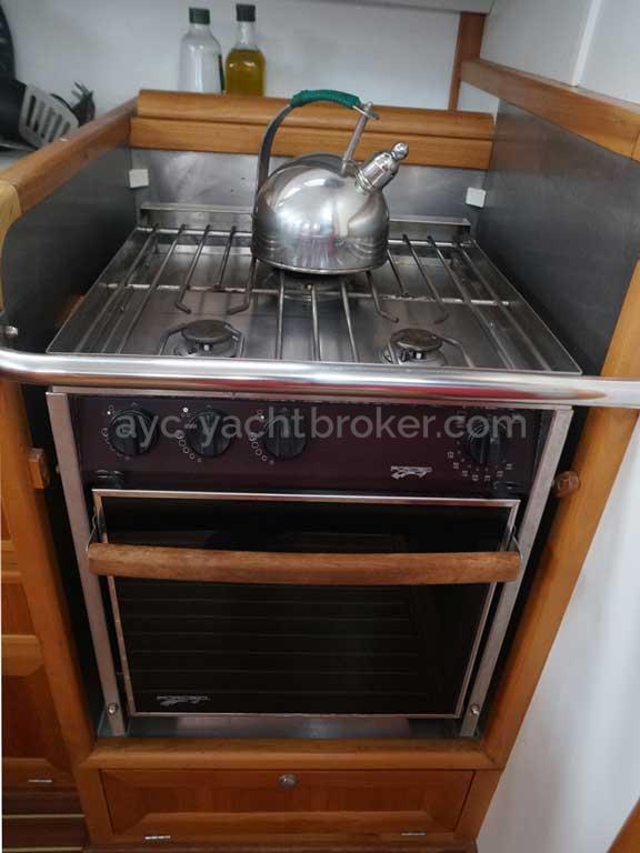 Universal Yachting 49.9 - Cuisinière gaz Force 10