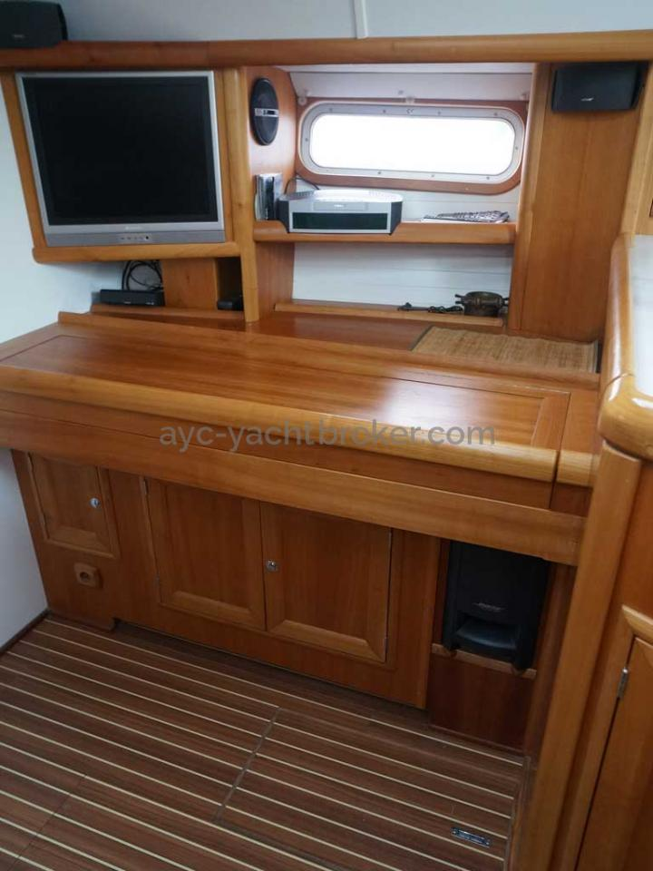 Universal Yachting 49.9 - Meuble incluant le piano