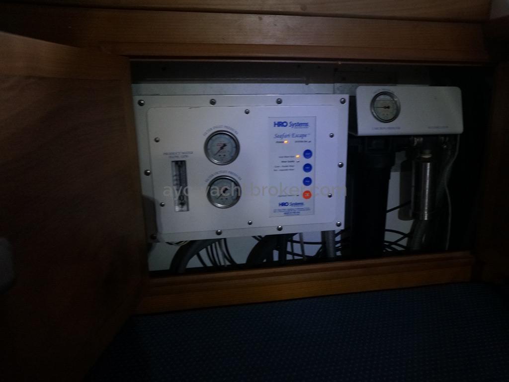 Universal Yachting 49.9 - Panneau de contrôle du dessalinisateur