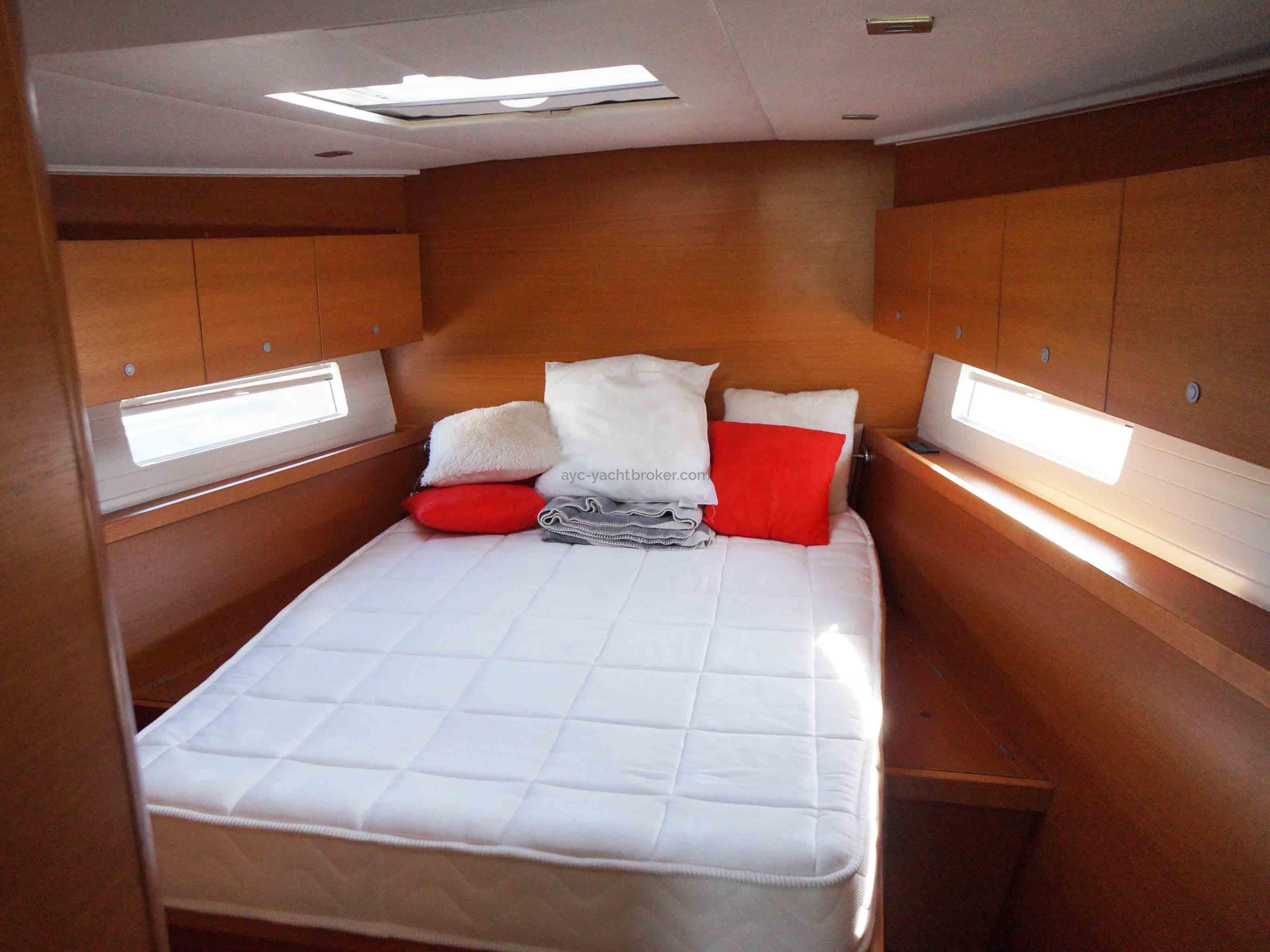 AYC Yachtbroker - GRAND SOLEIL 54 - cabine avant