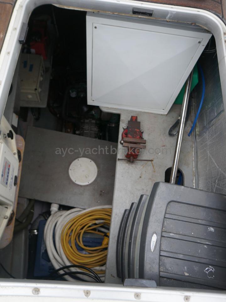 Catana 582 Caligo - Cale moteur tribord