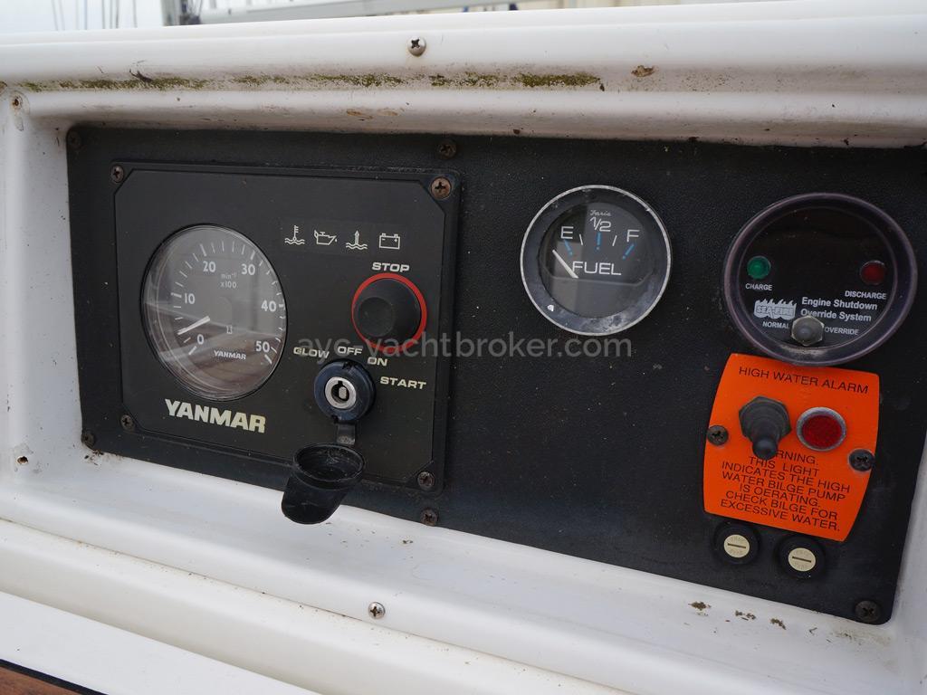 Hunter 38 - Panneau de commande moteur