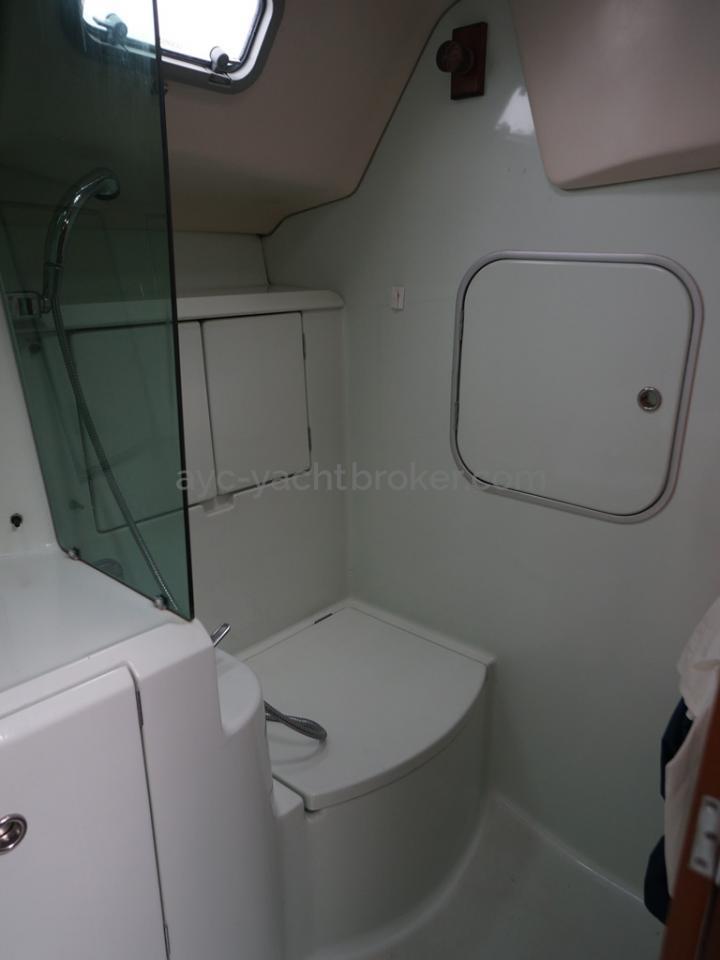 Oceanis 351 - Salle d'eau