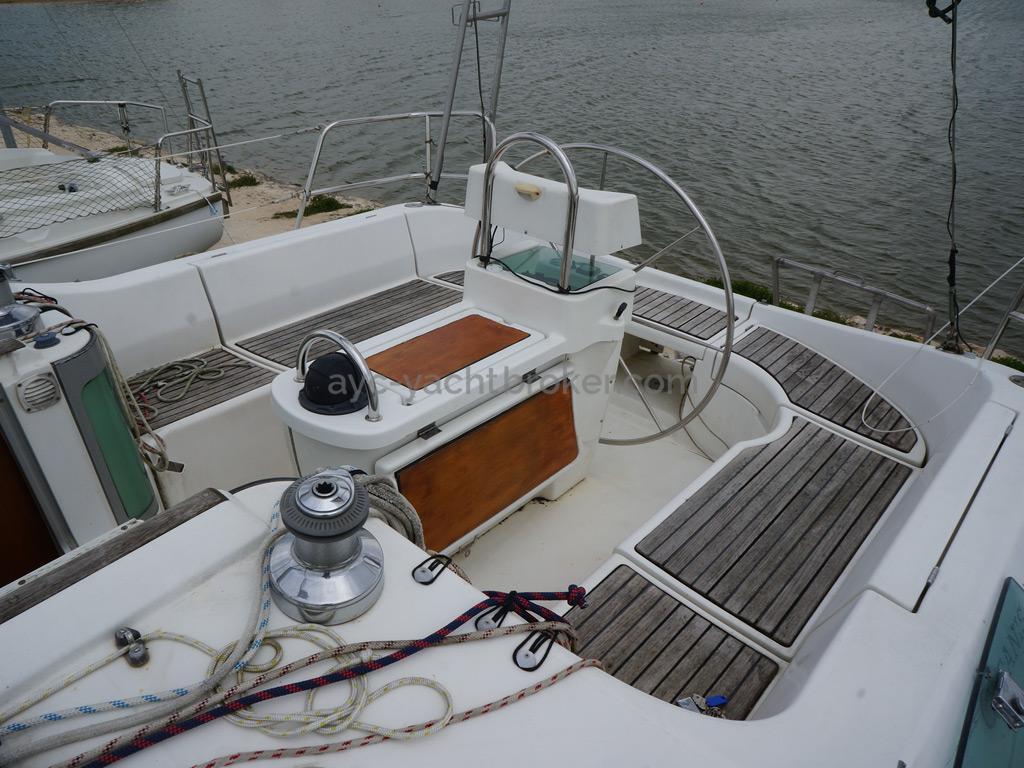 Oceanis 351 - Cockpit