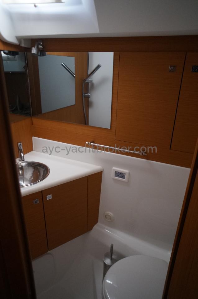 AYC - Jeanneau 57 - Salle d'eau arrière tribord