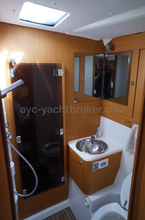 AYC - Jeanneau 57 - Salle d'eau propriétaire