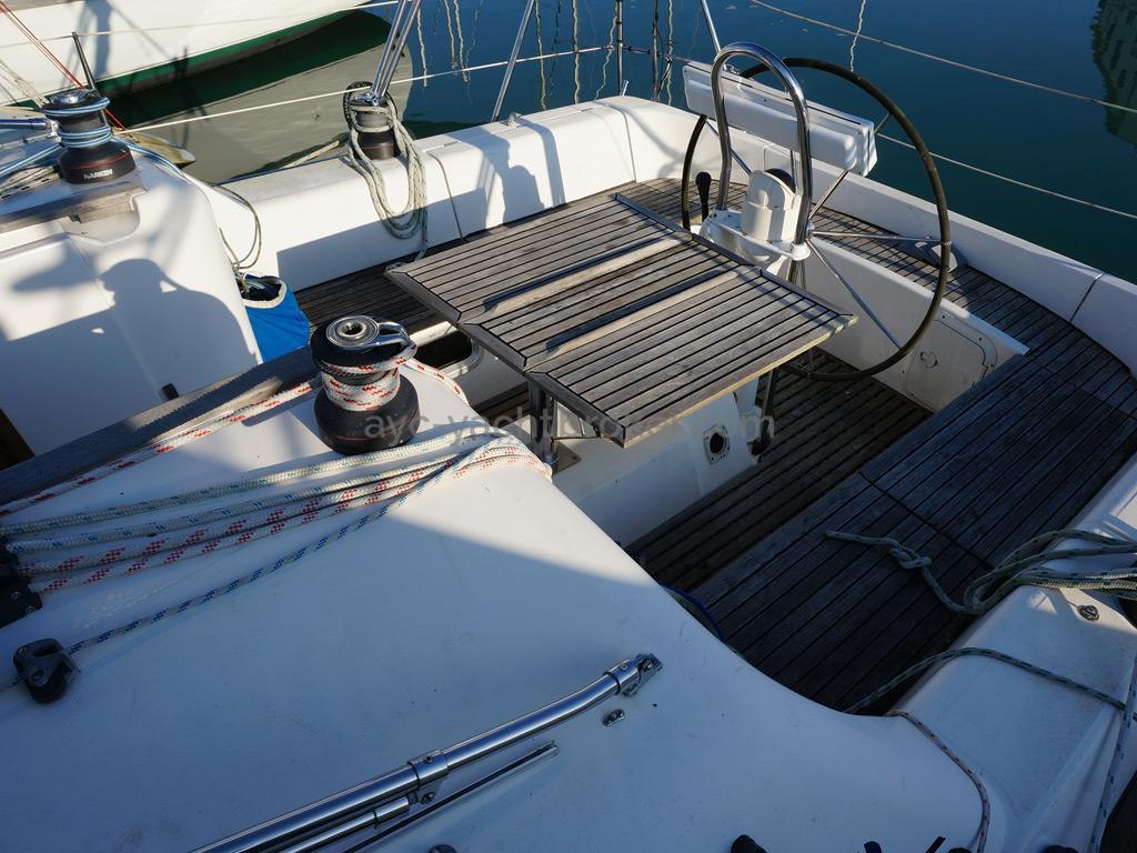 AYC - Feeling 39 DI - Cockpit avec table dépliée