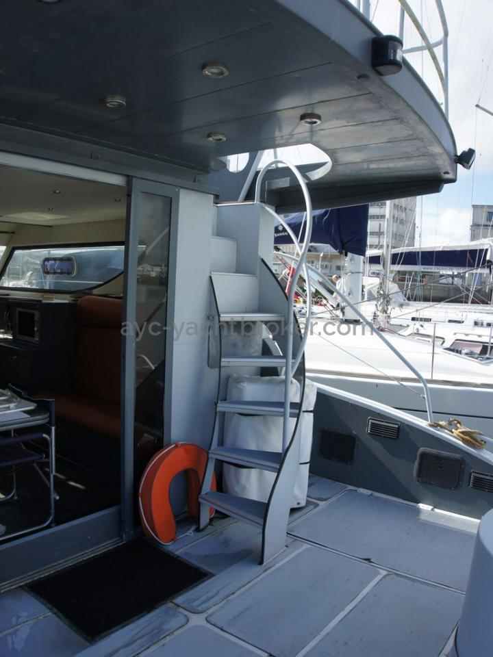 JXX 38' - Escalier de flybridge