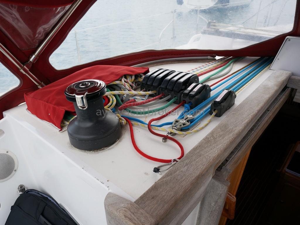 OVNI 395 - Winch de rouf bâbord et bloqueurs