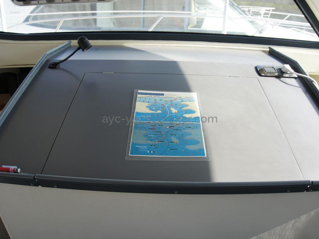 JXX 38' - Table à cartes