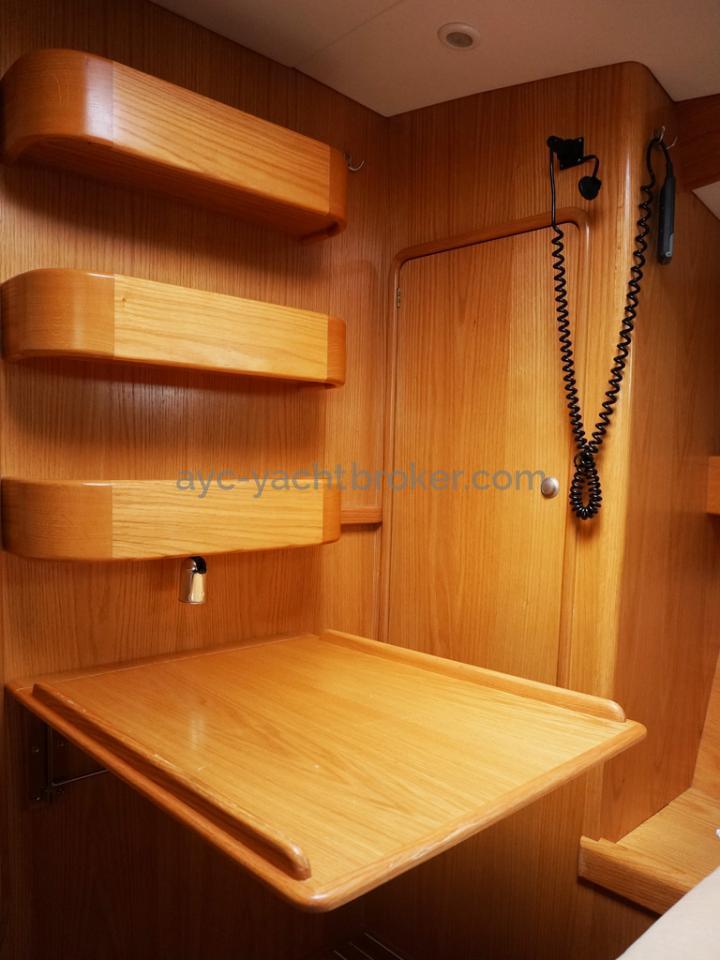OVNI 395 - Bureau rpliable cabine avant