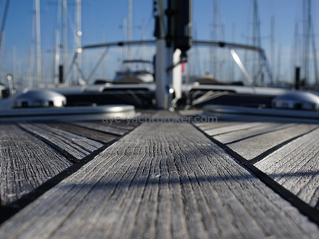 Dufour 485 Grand Large - Détail du pont teck