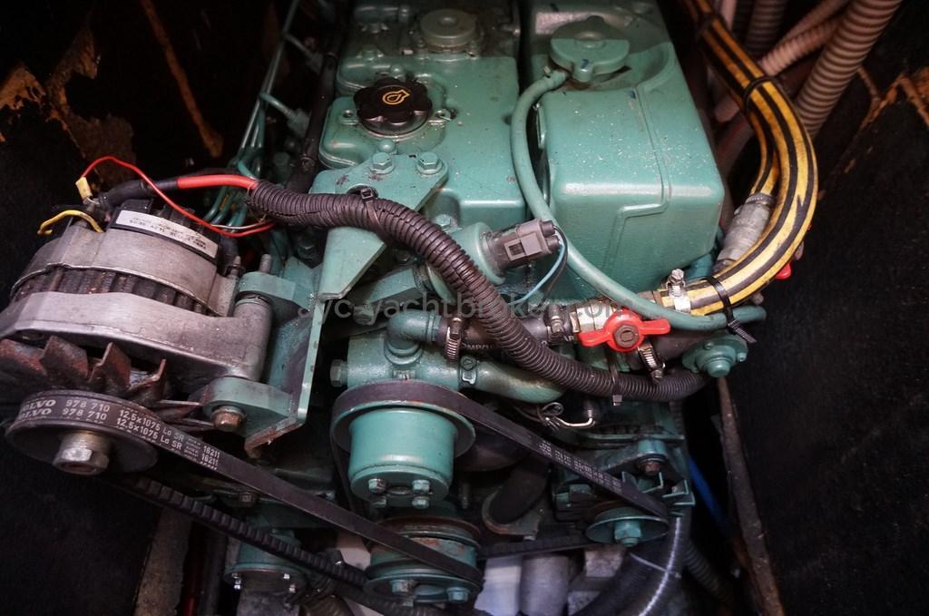 AYC - OVNI 435