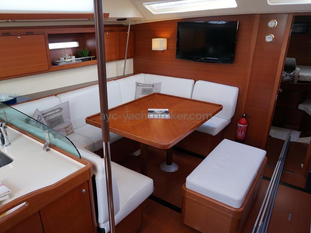 Dufour 485 Grand Large - Carré en U + banquette