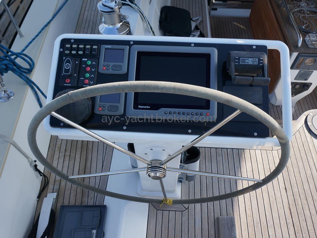 Moody 62 DS - Console de barre bâbord