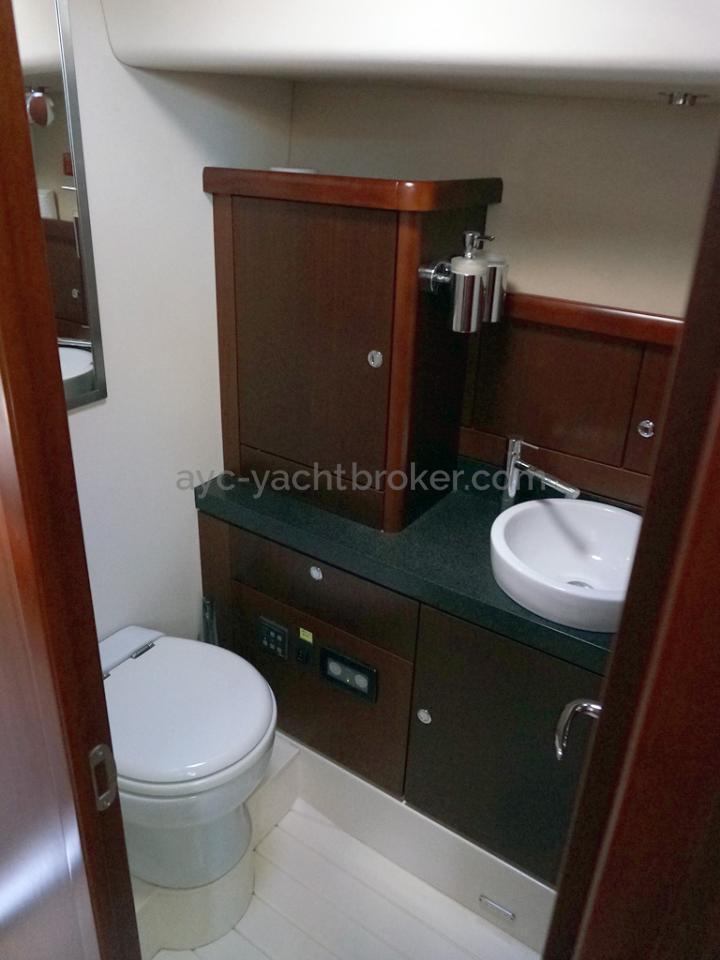 Moody 62 DS - Salle d'eau privative de la cabine centrale bâbord