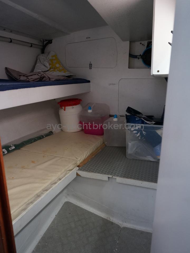 RM 1200 - Soute technique aménagée deux couchette superposées