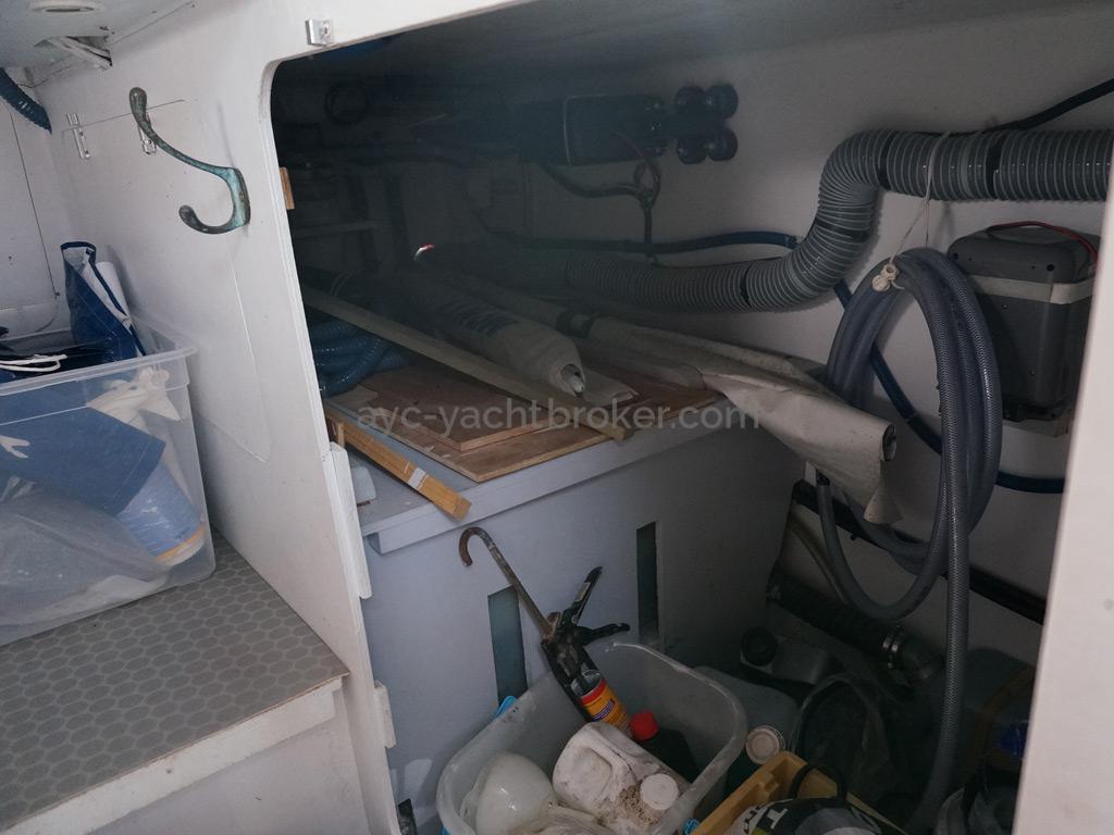 RM 1200 - Zone technique sous le cockpit