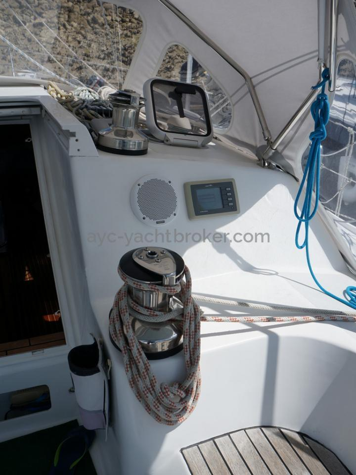 AYC - Randonneur 1200 - Rouf et winches tribord