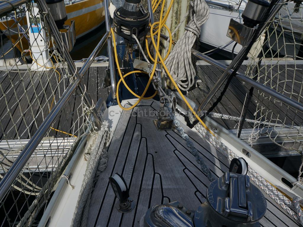 AYC Yachtbroker - Trintella 44 Aluminium - Guindeau et enrouleur de génois