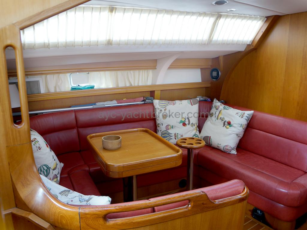 AYC Yachtbroker - Trintella 44 Aluminium - Carré cuir et teck vernis