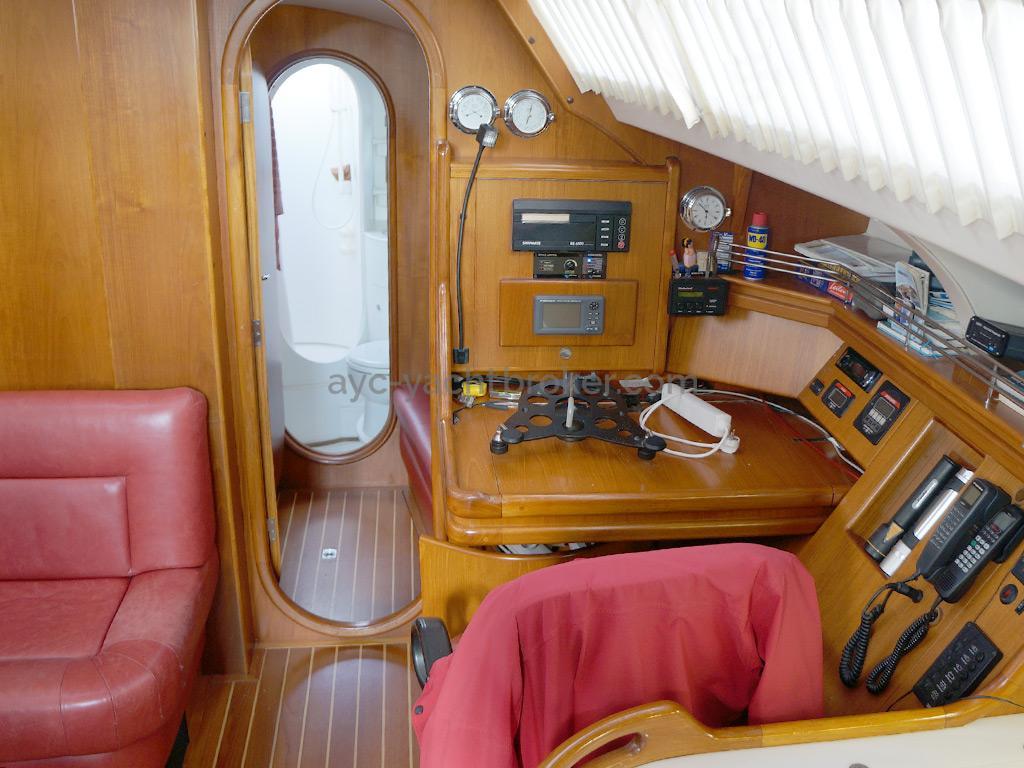 AYC Yachtbroker - Trintella 44 Aluminium - Table à cartes
